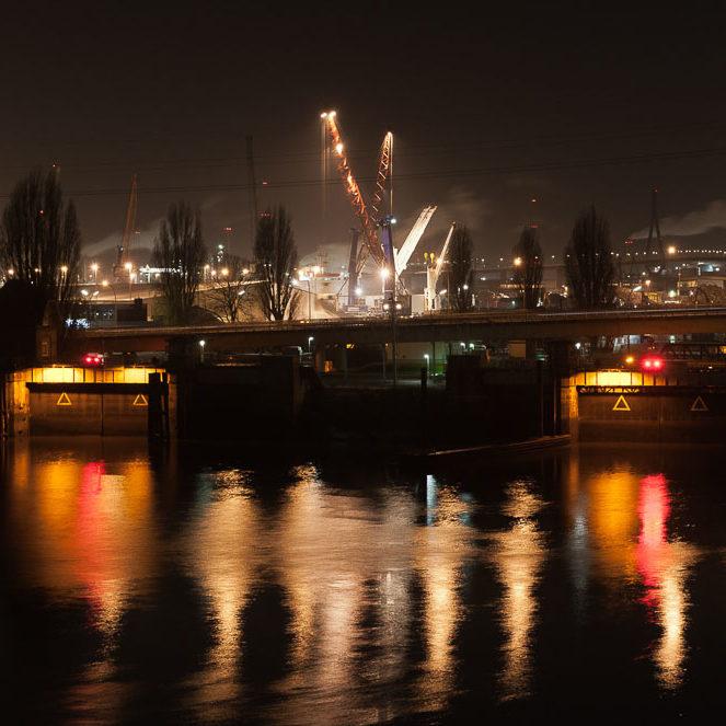 Fotografien vom Hamburger Hafen bei Nacht